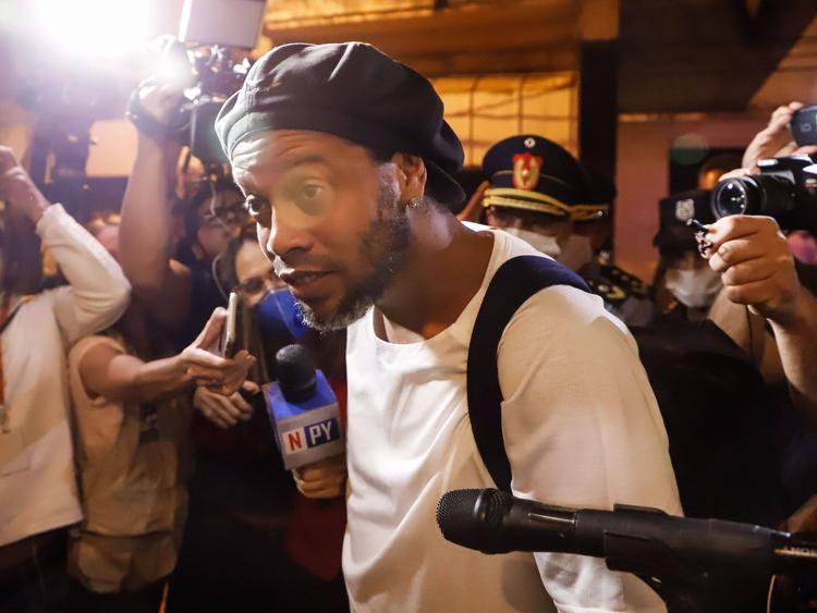 Ronaldinho a su llegada al hotel de Asunción.
