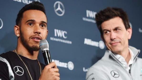 Lewis Hamilton (l.) engagiert sich auf Social Media stark gegen Rassismus