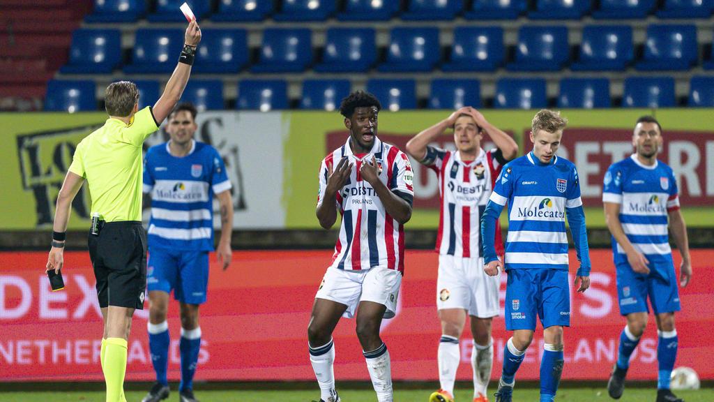 Kwasi Wriedt (M.) flog gegen Zwolle vom Platz
