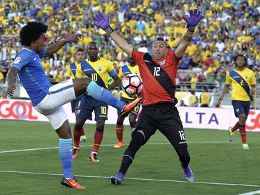 Auch Brasiliens Willian (l.) konnte die Nullnummer nicht verhindern