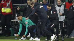 Davie Selke (l.) von Werder Bremen lobte seinen Trainer Florian Kohfeldt