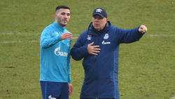 Sead Kolasinac führt den FC Schalke 04 als Kapitän auf den Platz