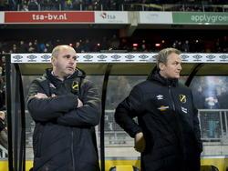 Teleurstelling bij NAC Breda-coach Eric Hellemons (L) en NAC Breda assistent-coach Rob Penders (R) na afloop van de wedstrijd tegen sc Heerenveen. (13-12-2014)