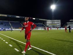 Alvin Daniëls loopt na de wedstrijd FC Den Bosch - Jong FC Twente teleurgesteld van het veld in Brabant. (13-03-2015)