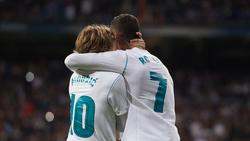 Modric y Ronaldo se abrazan como jugadores del Real Madrid. (Foto: Getty)