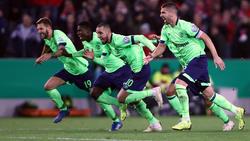 Der Moment des Sieges: Schalkes Profis setzen zum Jubel-Sprint an