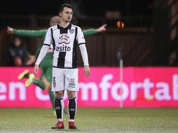 Daryl van Mieghem (voorgrond) baalt opzichtig na een doelpunt van FC Groningen. (14-01-2017)