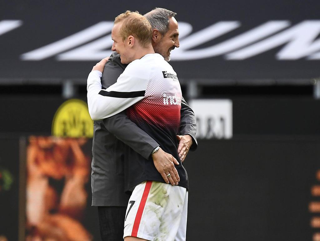 Adi Hütter hatte seine Spieler nach dem Sieg gegen Dortmund ganz besonders lieb
