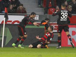 Die Spieler von Bayer Leverkusen wollen weiter im Pokal jubeln
