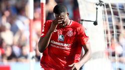 Jean-Philippe Mateta vom 1. FSV Mainz hat sich am Knie verletzt