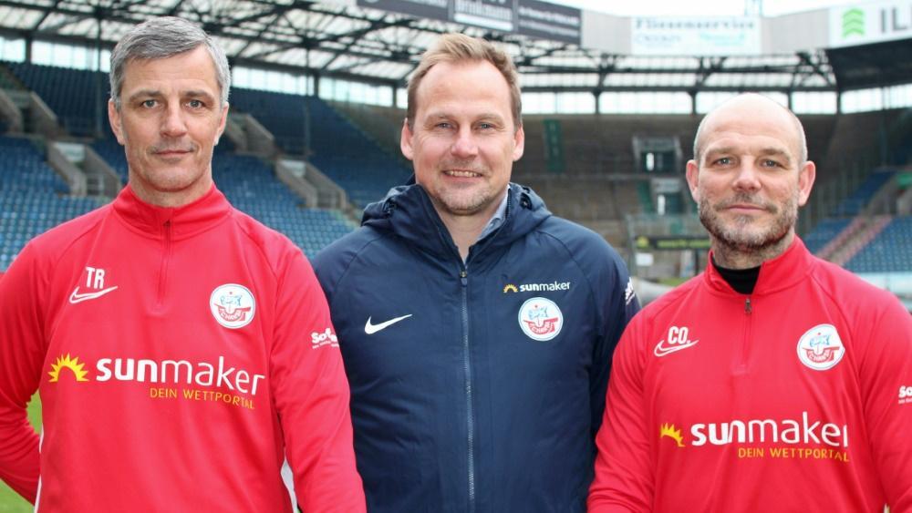 Jens Härtel (l.) verlängert in Rostock