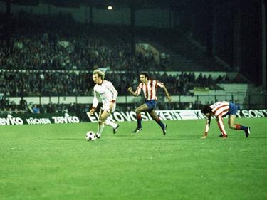 Uli Hoeneß (li.) trifft per Sololauf zum 4:0 gegen Atlético