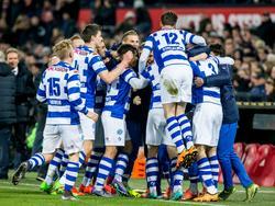 De spelers van De Graafschap vieren de zeer onverwachte openingstreffer tegen Feyenoord. (19-03-2016)