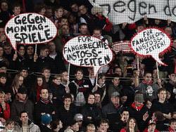 Viele Fans protestieren gegen Montagsspiele