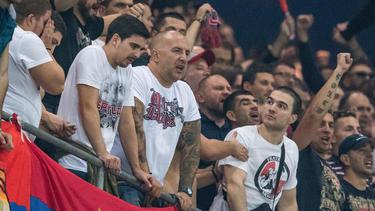 Serbische Anhänger von Roter Stern Belgrad haben für Ausschreitungen gesorgt