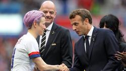 Emmanuel Macron (r.) bezeichnete die Fußball-WM der Frauen als Erfolg