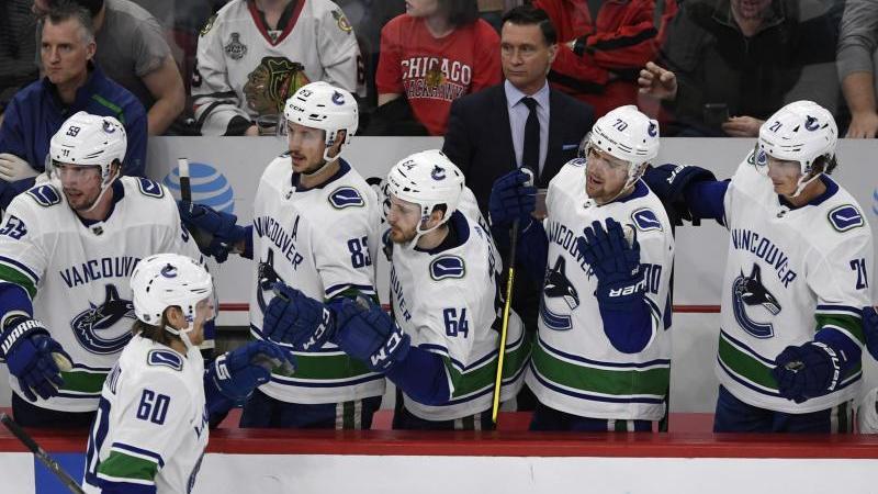 Die Vancouver Canucks feiern einen Treffer im Spiel gegen die Chicago Blackhawks