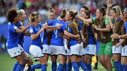 Las italianas celebran su merecida victoria.
