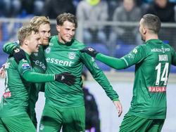 FC Groningen viert de 0-2 van Tom van Weert (tweede van links) tijdens het competitieduel met PEC Zwolle (26-11-2016).