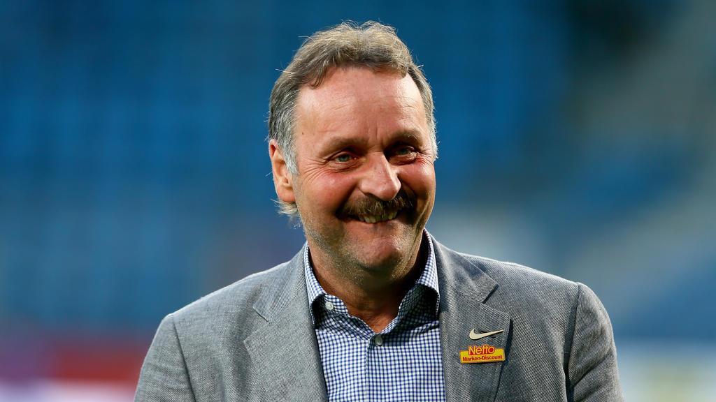 Peter Neururer freut sich auf das Spiel zwischen Wattenscheid 09 und dem FC Schalke 04