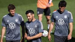 Kevin Volland (M.) ist wie Thomas Müller (l.) und Mats Hummels zurück im DFB-Team