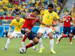Paulinho nimmt die Hände weg