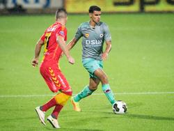 Excelsior-speler Khalid Karami aan de bal tegen voormalig werkgever Go Ahead Eagles. (01-10-2016)