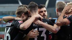Lucas Alario (v.) traf zum entscheidenden 1:0