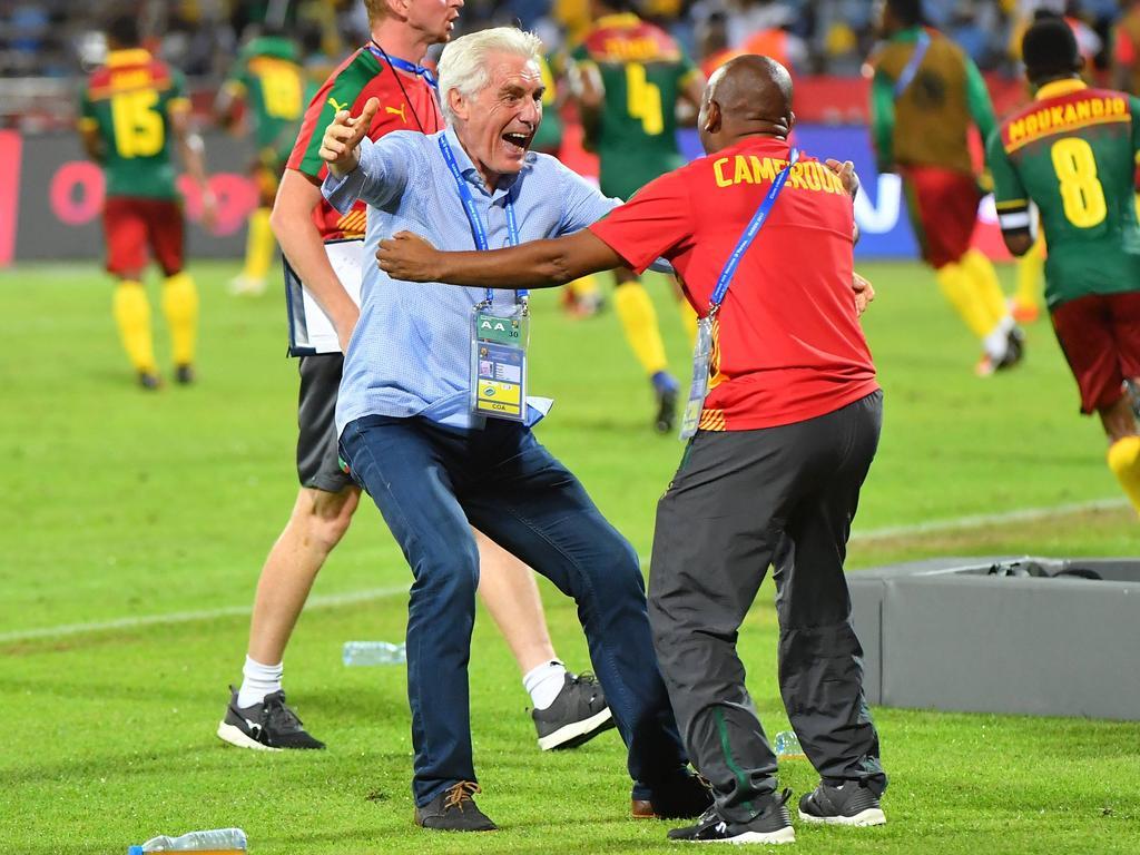 Hugo Broos (l.) will mit Kamerun den Afrika Cup gewinnen