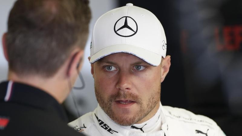 Die Zukunft von Valtteri Bottas (r.) bei Mercedes ist offen