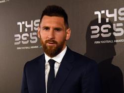 Messi posa antes de recibir el premio de FIFA.