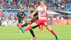 Lukas Klostermann (r.) hat in dieser Saison bereits mit dem FC Bayern Bekanntschaft gemacht