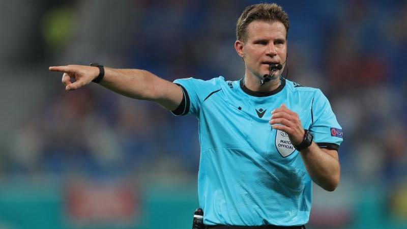Bei der EM weiter im Einsatz: Schiedsrichter Felix Brych aus Deutschland