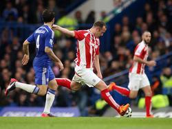 """""""Warum tue ich es nicht an einem Ort wie Chelsea?"""" Stoke Citys Charlie Adam zieht aus 60 Metern ab und trifft gegen den Tabellenführer"""