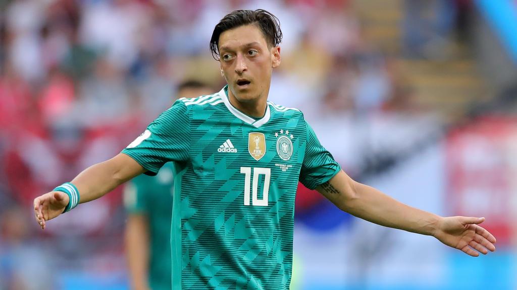 Cem Özdemir sieht die Kritik an Mesut Özil