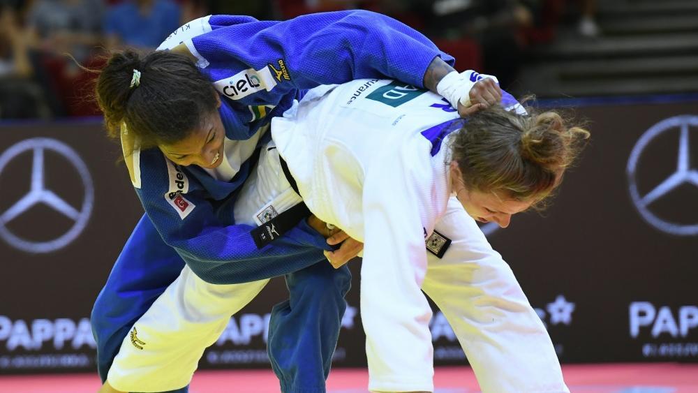 Theresa Stoll (in Weiß) hat noch Aussichten auf Bronze bei der Judo-WM