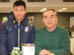 Kim Kwang-Sop (l) drückte Kwang-Ryong Pak die Daumen - Credit: Kerstin Grosch