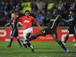 Im Rückspiel des Champions-League-Viertelfinales setzt sich der AS Monaco, hier Patrice Evra (r.) im Duell mit Michel Salgado, gegen Real Madrid durch (Apr. 2003).