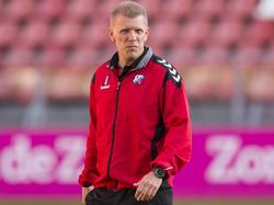 Jong FC Utrecht-trainer Robin Pronk staat langs de lijn tijdens het competitieduel Jong FC Utrecht - FC Dordrecht (15-08-2016).