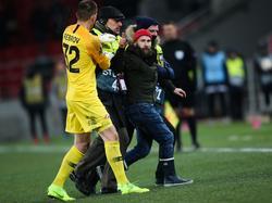 Dieser Flitzer sorgte bei Spartak gegen Rapid kurzzeitig für Unruhe