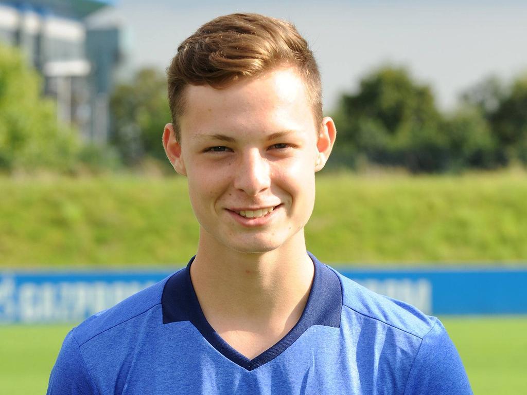 Luca Beckenbauer, Enkel von Franz Beckenbauer und Kapitän der Schalker B-Junioren-Mannschaft