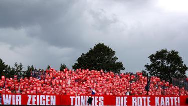 Die Fans des FC Schalke kritisierten Clemens Tönnies in einer Choreografie