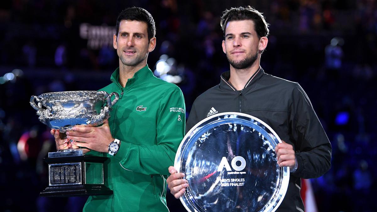 Djokovic (li.) hat erneut die Australian Open gewonnen