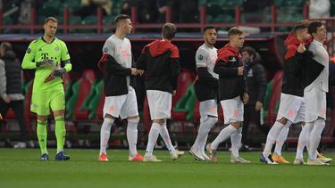 Manuel Neuer (l.) und der FC Bayern bleiben auf Kurs