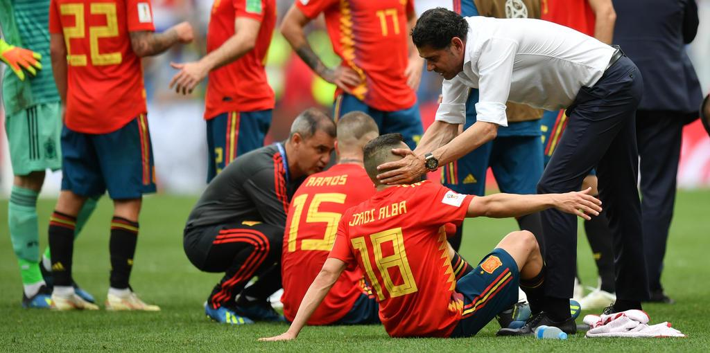 Fernando Hierro bereitet seine Spieler auf die Verlängerung vor
