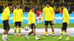 Götze (M.) zusammen mit den Reservisten vor dem Spiel gegen Eintracht Frankfurt