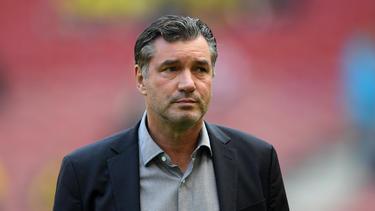 Dortmunds Sportdirektor Michael Zorc hat mit Leonardo Balerdi einen Neuzugang präsentiert