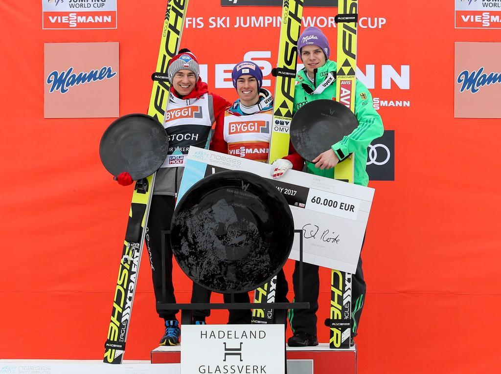 Das Treppchen der Gesamtwertung mit Kamil Stoch, Stefan Kraft und Andreas Wellinger (v. links)