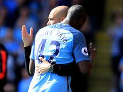 Yaya Touré y Guardiola se funden en un abrazo ante el Watford. (Foto: Getty)