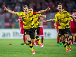 Dženis Burnić (l.) wechselt auf Leihbasis vom BVB zum VfB Stuttgart